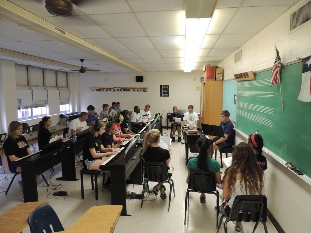 Show Choir rehearses in the piano room. The students practice their scales as Mr. Mayfield directs. Photo by Angel Quevy.