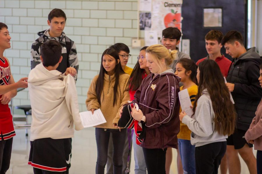 Sophomores+rehearse+their+%22The+Dating+Game%22+skit+after+school