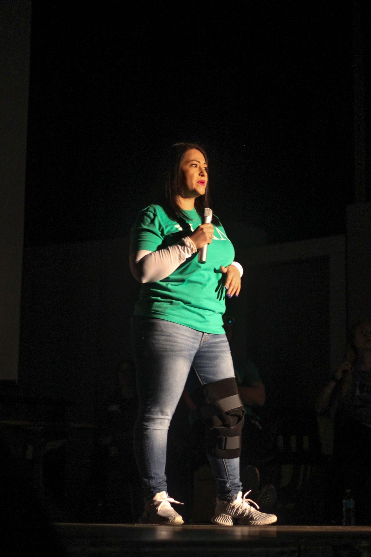 Marina King opens the anti-vape assembly